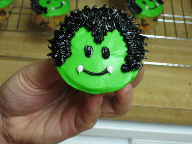 creative halloween cupcake decorating ideas_22 - Cupcake Decorations For Halloween